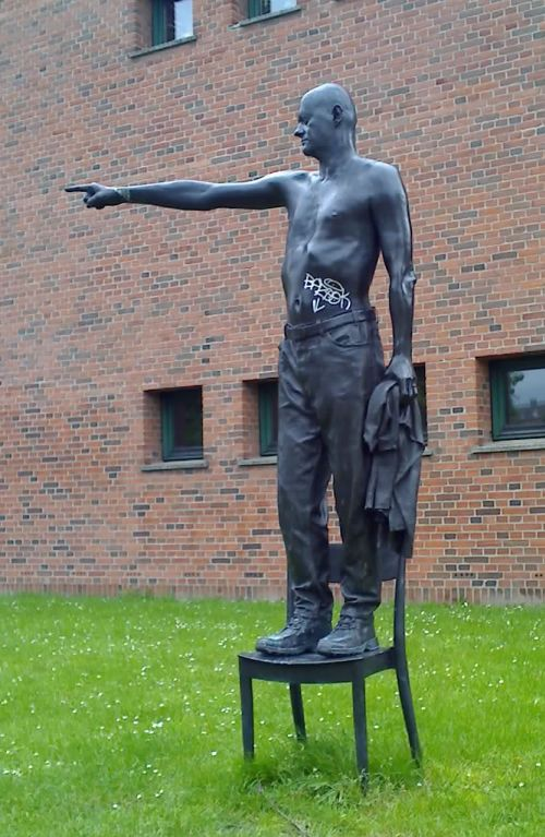 statue-panum1.jpg
