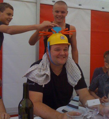 Dan Taxbøl gets a water-hat