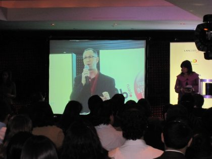 Niels Klintoe speaking at the IAB Peru Online Marketing conference